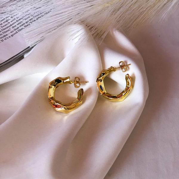 argollas doradas irregulares- ropa gallardo - ecuador