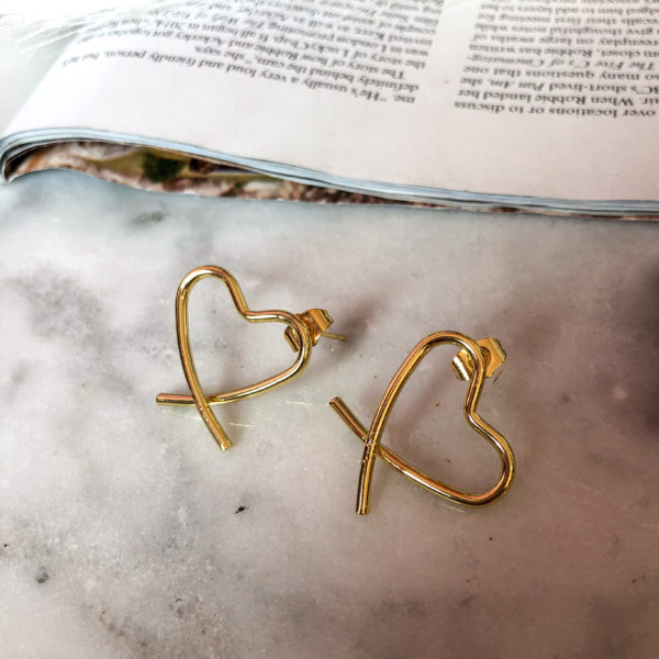 aretes dorados con forma de corazon - ropa gallardo - ecuador