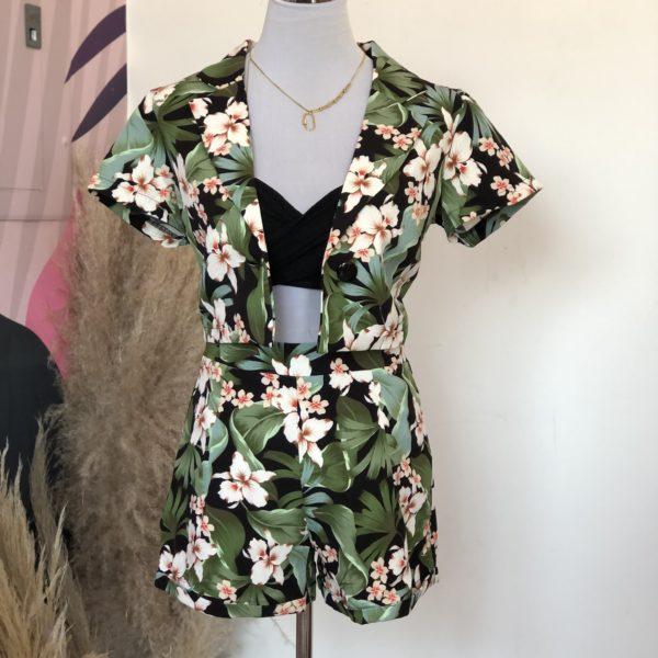 set de blazer mas short en color negro con hojas verdes y flores blancas - ecuador - ropa gallardo