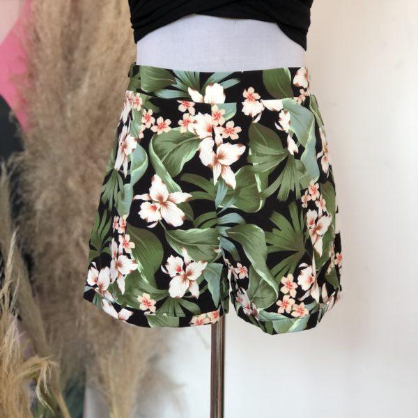 short negro con hojas verdes - ropa gallardo - ecuador