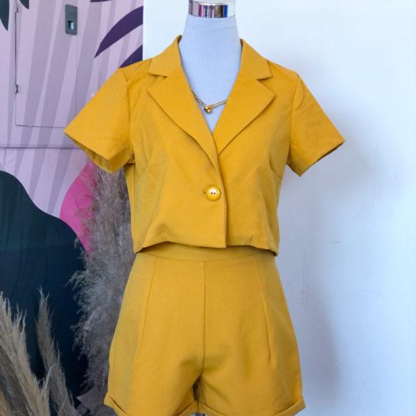 Blazer corto color mostaza con mangas cortas - ropa gallardo - ecuador