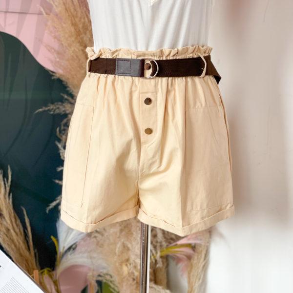 short beige con cinturón café - ropa gallardo - ecuador