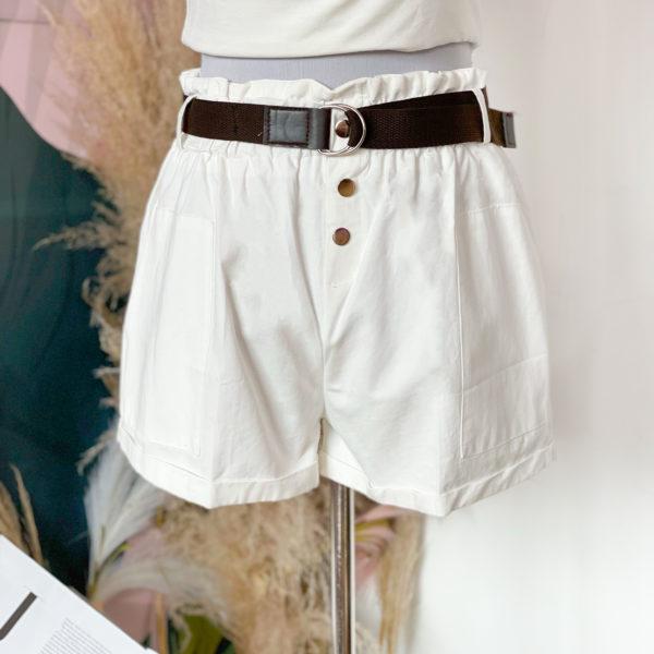 short blanco con cinturón café - ropa gallardo - ecuador