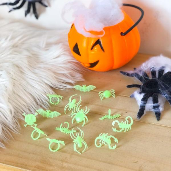 set de anillos de halloween que brillan en la oscuridad - halloween - ropa gallardo - ecuador